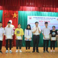 Than Quang Hanh: Tuyên dương bố mẹ lao động giỏi, con chăm ngoan học giỏi năm học 2018 – 2019