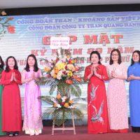 Than Quang Hanh: Gặp mặt nữ CNVCLĐ nhân ngày Phụ nữ Việt Nam